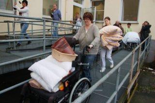 Von der Betriebsleitung gemeinsam gut organisiert: Der Umzug des Seniorenheims St. Josef im Februar 2010. Foto: SMMP/Ulrich Bock