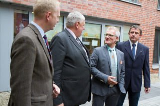 Andreas Wedeking beim Besuch des damaligen Staatsministers Karl-Josef Laumann im Mai 2017 in Wadersloh. Foto: SMMP/Bock